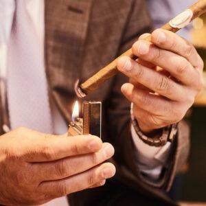 Cách châm lửa xì gà